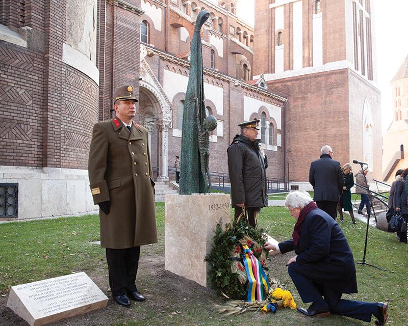 Пам'ятник жертвам Голодомору у Сеґеді