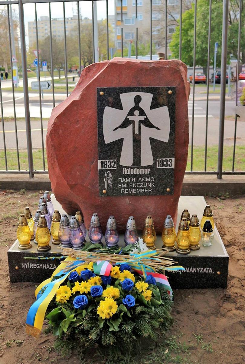 Пам'ятний знак жертвам Голодомору в Україні 1932-33 років (Ніредьгаза)