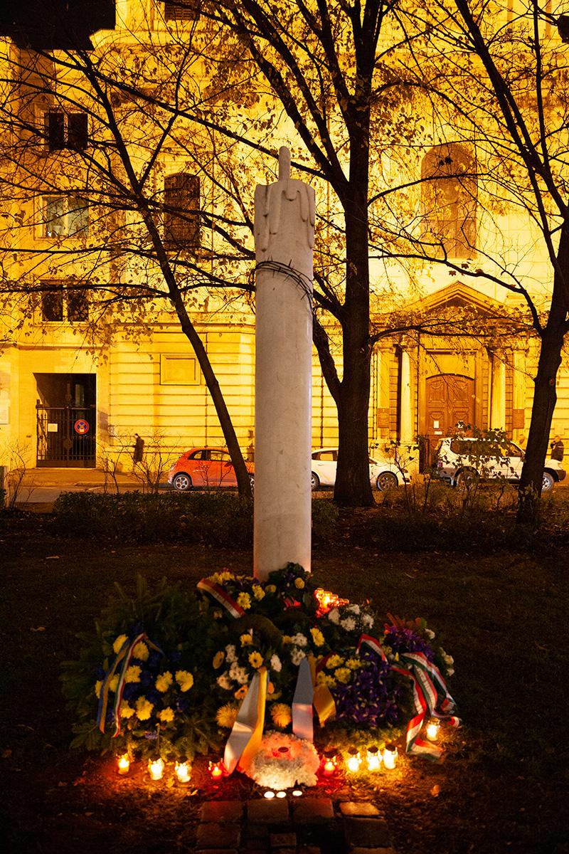 Пам'ятний знак жертвам Голодомору 1932-33 років в Україні (Будапешт)